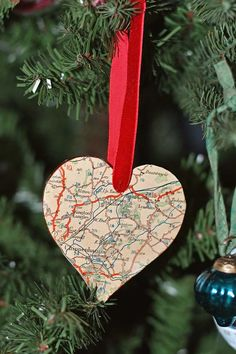 A fun decoration for both Christmas and Valentines and it will also make a great gift. A personalized map ornament. #heartornament Diy Christmas Ornaments, Xmas, Christmas Ideas, Map Crafts, Heart Map, Holiday Fun, Holiday Decor, Heart Ornament, Gift Tags