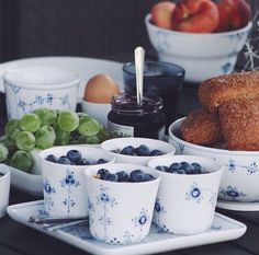 Easter Breakfast Table Setting with Royal Copenhagen, Musse Royal Copenhagen, Copenhagen Denmark, Swedish Interior Design, Breakfast Table Setting, Danish Food, Blue Pottery, Ceramic Tableware, Blue And White China, Danish Design