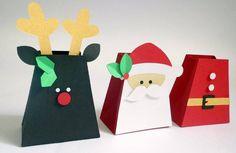Uma linda caixinha pra o Natal Para presentear seus amigos com um pequeno gesto de carinho Cabe bombons,guloseimas,doces cristalizados etc Medida aprox.7x6 ***PEDIDO MINIMO 20 UNIDADES R$ 3,50