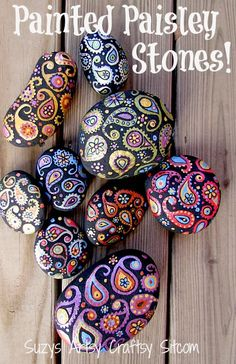 Create pretty paisley stones to decorate your garden, a potted plant, or even just as a pretty paperweight! Fun tutorial! #Stone Art #Art