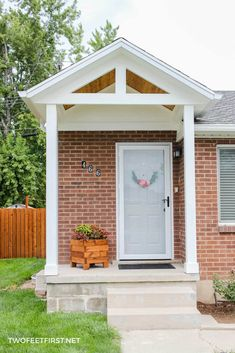 Front Porch Remodel, Front Porch Makeover, Porch Awning, Porch Roof, Front Porch Pergola, Small Front Porches, Front Porch Design, Porch Designs, Br House