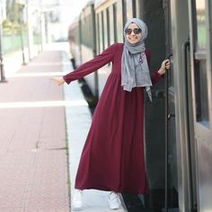 it will produces a great mix of elegance and attractiveness which is unmatched and this is what hijabi fashion Moslem Fashion, Arab Fashion, Islamic Fashion, Girl Fashion, Fashion Outfits, Hijab Casual, Hijab Chic, Casual Outfits, Dress Casual