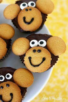 monkey cupcake tutorial Aren't these cute cupcakes! Monkey Cupcakes, Kid Cupcakes, Cupcake Cookies, Birthday Cupcakes, Easy Animal Cupcakes, Birthday Desserts, Simple Cupcakes, Ladybug Cupcakes, Zoo Birthday