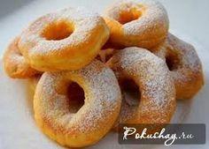 Вкусные пончики на кефире подойдут любительницам сладкого, которые следят за своей фигурой, ведь такой вариант приготовления является самым лёгким для желудка. Готовят пончики, как с начинко