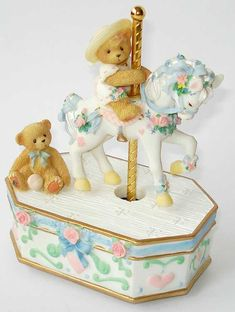 Heidi´s Cherished Teddies Galerie: GIRL RIDING CAROUSEL HORSE ACTION MUSICAL - Minuet In G (707074)