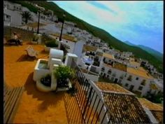 Espot para la campaña de Turismo de Andalucía, realizado por Bassat Ogilvy en 1998.