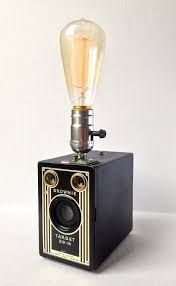 The Flapper Lamp - Vintage Kodak Brownie camera housing an Edison style lamp. One of a kind. Diy Luminaire, Diy Lampe, Lampe Photo, Lampe Steampunk, Lampe Edison, Deco Cool, Bright Homes, Pipe Lamp, Unique Lamps