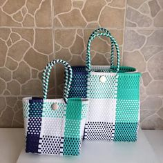 Plastic Canvas Crafts, Plastic Canvas Patterns, Japan Crafts, Woven Bags, Woven Baskets, Knitted Bags, Cloth Bags, Basket Weaving, Diaper Bag