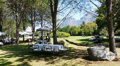 Die hangmatten en zitzakken zijn er niet voor niks in de tuin van landgoed Boschendal. In dit luilekkerland val je na de lunch, rozig van de wijntjes, in een diepe slaap. Photo: Landgoed Boschendal, Franschhoek, Zuid Afrika