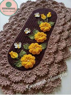Caminho de mesa Afghan Crochet Patterns, Crochet Motif, Crochet Doilies, Crochet Flowers, Free Crochet, Knitting Patterns, Crochet Home, Irish Crochet, Crochet Stocking