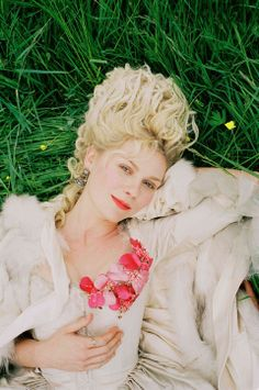 Kirsten-Dunst-stars-in-the-title-role-of-Columbia-Pictures-biographical-drama-Marie-Antoinette.-Photo-Credit-Sofia-Coppola-25-960x1447.jpg 9...