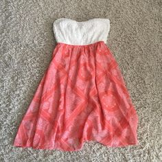 Beautiful strapless summer dress Cut out back. Built in bra pads. Perfect for summer time! Dresses Strapless