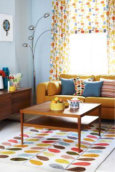 Keltainen talo rannalla: Väriä ja sisustuksia