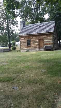 Cabin where Abraham was living while building the house. This is not the same cabin he lived in. This cabin was moved on a later date.
