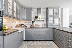 ikea kjøkken boligstyling grått COlours and counters - LOve EP New Kitchen Cabinets, Kitchen Tiles, Kitchen Layout, Kitchen Flooring, Grey Cabinets, Kitchen Wood, Kitchen Countertops, Kitchen Sets, Home Decor Kitchen