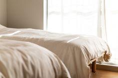 【EcoDecoスタッフ岡野の自邸リノベーション】一日を通して明るい寝室。昼寝すると気持ちが良さそう。#寝室 #ベッド #EcoDeco #エコデコ #インテリア #リノベーション #renovation #東京 #福岡 #福岡リノベーション #福岡設計事務所 Furniture, Home Decor, Decoration Home, Room Decor, Home Furnishings, Home Interior Design, Home Decoration, Interior Design, Arredamento