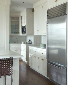Far side, transitional kitchen