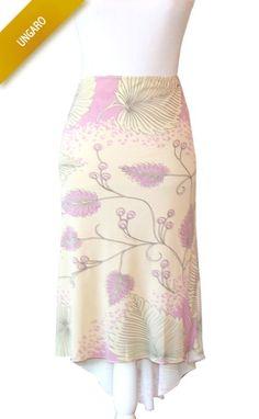 Jupe à fleurs Ungaro crème et rose Taille étiquette   42 Mensurations    Tour de taille. La Boîte à Fringues 58e4e809024