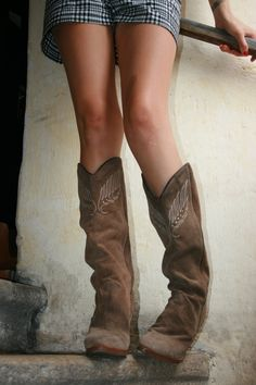 97c1290ce8f2 SALE 30% sexy light brown suede DINGO boots with overstitched and studded  eagle and high wooden heels 8N
