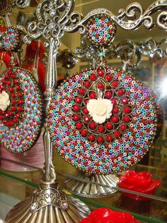 Pendientes de Flamenca Gypsy Culture, Flamenco Dancers, Ornament Wreath, Cool Suits, Marie, Give It To Me, Crochet Patterns, Wings, Rose