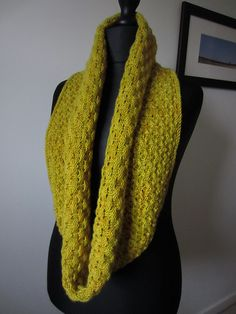 Ravelry: Hourglass Cowl pattern by Leslie Weber. Idea for Yowza, Miss Babs