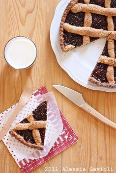 Crostata (quasi) integrale con marmellata di fragole e rabarbaro