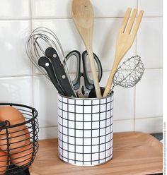 DIY - Recouvrir une boîte en métal ou de conserve avec des carreaux imprimés sur une feuille de papier (Glue a squared paper sheet on a metallic box)