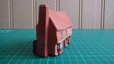 Mudlen-End-Felsham-Suffolk-Studio-Pottery-Miniature-Cottage-27-Swan-Inn-VGC.  Side view