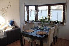 Diese stimmungsvolle, helle Wohnung befindet sich in einem gepflegten Mehrfamilienhaus. Beide Zimmer, die Küche, das Bad und das Gäste-...
