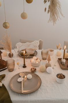 Christmas Table Settings, Christmas Decorations, Table Decorations, Dessert Presentation, Home Organisation, Christmas Mood, Dream Home Design, Elle Decor, Table Linens