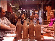 En la 3era #CatadeLibros, organizada por La Vaca Mariposa y la vinoteca Le bon vin, degustamos cuatro vinos Malbec a ciegas y leímos una muestra de lo mejor del cuento argentino contemporáneo. Martes 3/11. 19:30 hs.