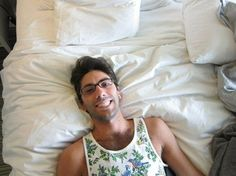 Mmmmmmmmm Nev on his bed :D Catfish The Tv Show, Pokerface, Man Candy, Famous People, Tank Man, Tv Shows, Hot, Sexy, Mens Tops