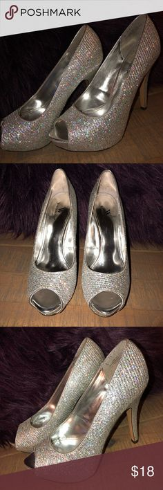 Prom/Formal Silver Sequined Sparkly Heels 8 1/2 Like new!  Platform- 1 inch Heel - 4 1/2 inches Worthington Shoes Heels