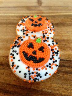 Super cute jack o lantern Halloween mini donuts | My Momma Told Me
