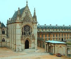 beautiful Gothic Chapel at the Chateau de Vincennes, on the edge of Paris. Henri II, who had transferred the seat of the Order of St. Michael to Vincennes, entrusted the completion of the work on the Holy Chapel to his favourite architect, Philibert Delorme, and the chapel was finally inaugurated in 1552.