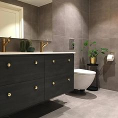 Bathroom Bin, Bathroom Goals, Gold Bathroom, Bathroom Inspo, Bathroom Styling, Small Bathroom, Bathroom Ideas, Home Look, Amazing Bathrooms