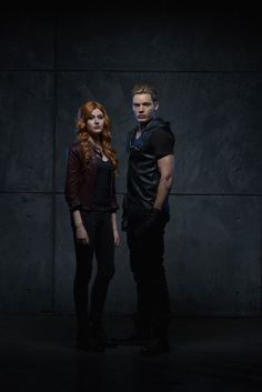 Katherine McNamara and Dominic Sherwood in Shadowhunters: The Mortal Instruments Dominic Sherwood Shadowhunters, Shadowhunters Tv Show, Clary Und Jace, Clary Fray, Jace Lightwood, Isabelle Lightwood, Katherine Mcnamara, Cassandra Clare, Malec