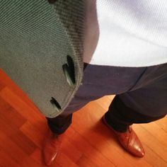 Pine green suit jacket, light blue buttons up shirt, navy blue chinos, tampa brown shoes.