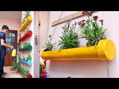 Amazing DIY Vertical Gardens from Plastic Pipes for Small Garden and Balcony Balcony Planters, Diy Planters, Vertical Garden Wall, Vertical Gardens, House Plants Decor, Plant Decor, Paper Craft Work, Diy Pipe, Small Garden Design