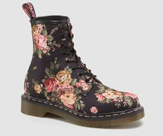 DR MARTENS 1460 W BOOT Read 175 reviews COLOUR: BLACK MATERIAL: VICTORIAN FLOWERS  PRODUCT CODE: 11821016   Size Guide £90.00
