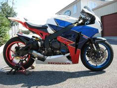 honda cbr1000rr custom rc30/tt legends paint with 3 poorly matched reds!