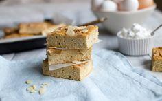 Totally in L.O.V.E with with this almond and poached pear slice. It's rich and crumbly just like a piece of cake but is grain free and sweetened only with fresh fruit. It's healthy indulgence at…