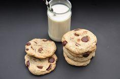Das Krümelmonster würde vor Freude über diese Cookies mit den Augen rollen…. Zutaten für 12 Cookies: 1 EL Chiamehl 30 ml Wasser 100 g Alsan (oder andere Pflanzenmargarine) 150 g Zucker 1/2 TL…