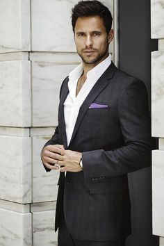 New look men's suit without the tie - it works! www.chataromano.com