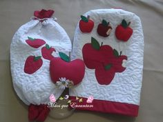 Capa de bombona , puxa saco e suporte para toalhas em maçã.