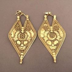 """22 ct gold, India   These earrings are called """"Panddi"""" and come from Gujarat ... the surface is characterized by a refined work and fine weaving with beautiful floral motives: these earrings date from the first half of the 20th century and are in 22ct gold; hooks are recent and in 18ct gold ...  Weight:7,70gr et7,50gr  Height:3,11 inch  Width:1,476 inch  For sale in my shop at 28, Galerie du roi at 1000 Brussels and also on my virtual one www.halter-ethnic.com, dee item """"Earrings"""""""