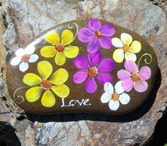 Hand painted Idaho Rock-Paper Weight-LOVE-Daisies-UNIQUE