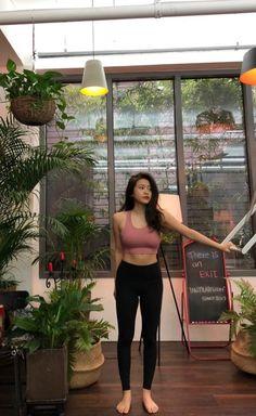 Red Velvet's Yeri shows off her toned abs in newest update Red Velvet イェリ, Wendy Red Velvet, Red Velvet Irene, Seulgi, Kpop Girl Groups, Kpop Girls, Korean Girl, Asian Girl, Red Velvet Photoshoot