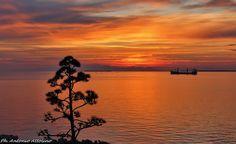 I tramonti di Taranto sono famosi per l'intensità dei propri colori e la grandezza del suo spettacolo mozzafiato unico in tutta la Puglia