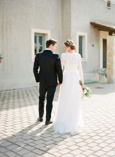 When it comes to your wedding day style, it never hurts to add a little Grecian goddess vibe into the mix. Want to see how it's done?White Ribbon Boutique EventsandVasia Photographyhave you totally covered. Along withNice Plumeand an entire team